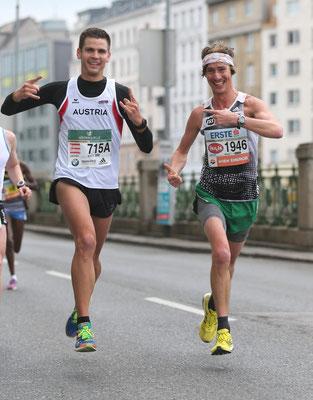 Ein paar Kilometer läuft Martin gemeinsam mit Mario Bauernfeind (der Staffel läuft).
