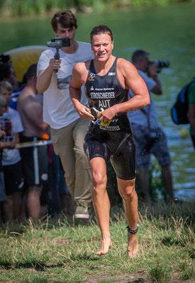 bitte verzeih mir, ich musste das Bild posten, wo du vor allen Männern aus dem Wasser rennst!