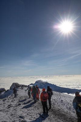 der Gipfel des Mawenzi (5148m) liegt weit unter uns