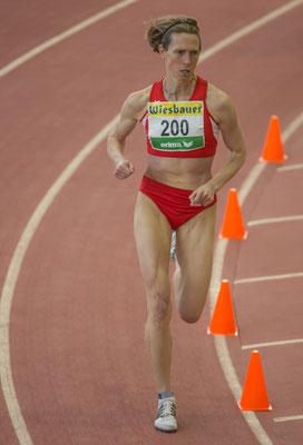 Elisabeth konzentriert auf dem Weg zur Silbermedaille über 1500m