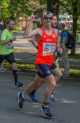 Christopher Bednar gut gelaunt und kraftstrotzend nach ca. 4km