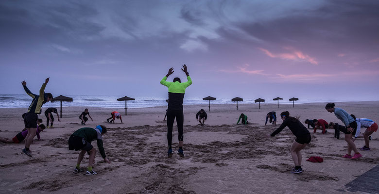 dynamisches Stabi-Training am Strand