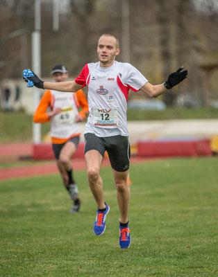 Zieleinlauf des Siegers Luca Sinn (UAB)