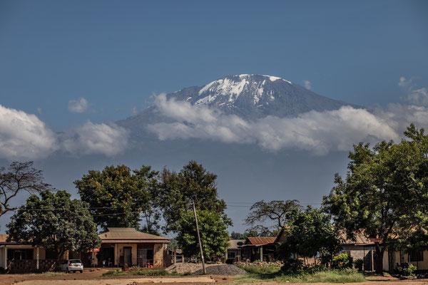 Auf der Fahrt der Kilimandscharo in voller Pracht.