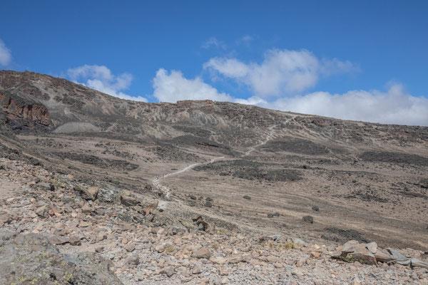 den Weg noch hinauf, dann sind wir beim letzten Camp auf 4635m