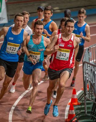 Das 1500m Rennen in der Startphase. Übrigens sind Dominik Stadlmann (122) und Niki Franzmair (252) die einzigen Athleten, die vor 10 J. in der 800m U16 in den Top 20 vertreten waren und noch aktiv sind.