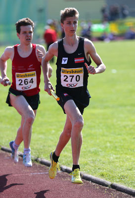 Timon Theuer trägt als 2. Läufer zur Medaille bei