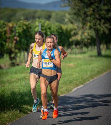 Damen-Spitze mit Julia Mayer und Sandrina Illes (links, spätere Siegerin)
