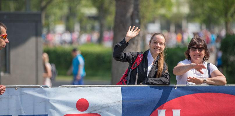 Tanja Bauer (mit Mutter) lief gestern bei den 10km-Meisterschaften und feuerte heute ihre Vereinskollegen tatkräftig an