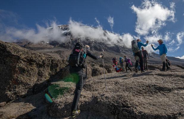 so, die 300m hohe Barranco-Wall ist überwunden, Rudi trifft einen alten Bekannten (Guide von einer früheren Reise)