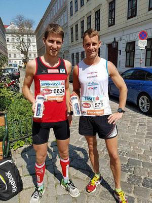 Michael Höflechner (links) im Ziel (Foto zVg)