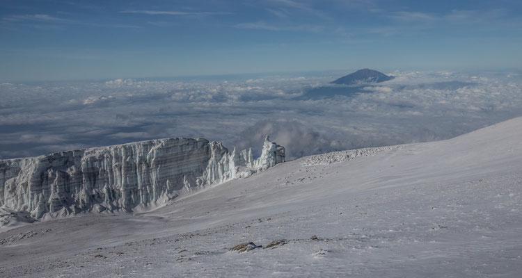 die Eiswände sind 20 - 30m hoch