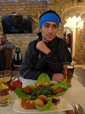 der Syrer (Manaf) beim Syrer nach dem Rennen ;-). Manaf (anerkannter Flüchtling, der bei uns trainiert, lief a.W. und wäre 4. der Wr. Meisterschaften geworden)