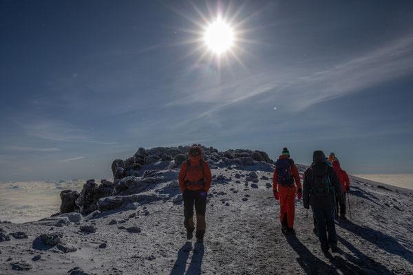 wir gehen zurück, nicht zu lange am Gipfel bleiben