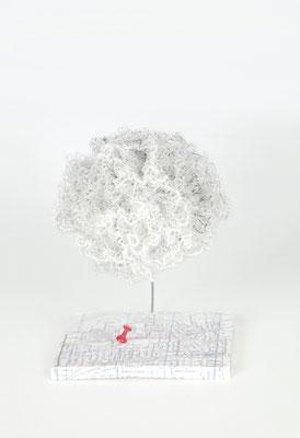 """""""Nubes otra vez"""" (Vista frente)- 18 x 13 x 16 cm - Crochet y bordado - 2019"""