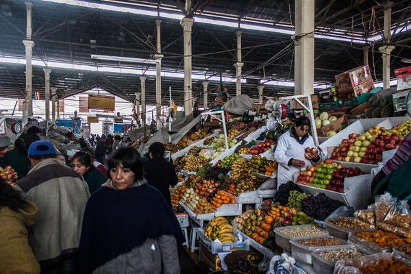 Regional market in Cusco  -- Peru / Centro De Rescate Taricaya