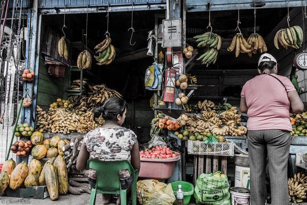 Bananastand at the market Puerto Maldonado  -- Peru / Centro De Rescate Taricaya