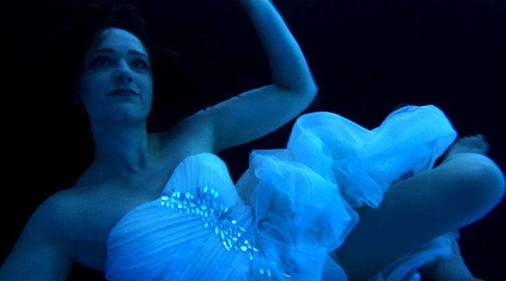 "Making of ""Dark Path"", Regie: Noura Lou. Claudia Dalchow ist ""Alina""."