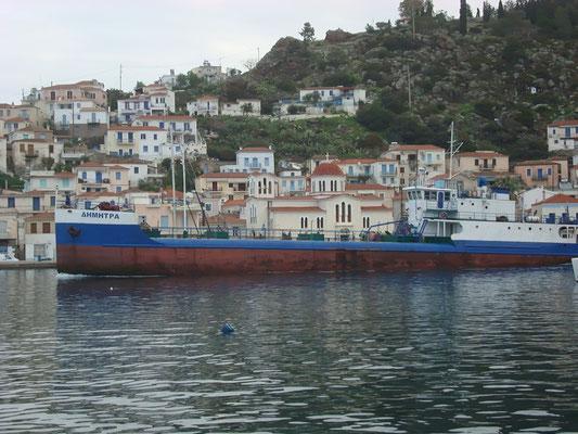 Dimitra hetenete ketszer visz ivovizet Hydra szigetere