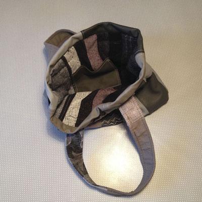 Tasche in Brauntönen Innenansicht
