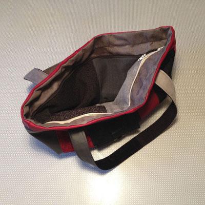 Tasche rot/schwarz Innenansicht