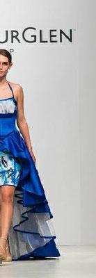 """Karin P. Coutures Beitrag zum """"Haute Couture Austria Award 2015"""" unter dem diesjährigen Thema BLUE BIONIC mit einem Stoffentwurf von Christian Ludwig Attersee."""