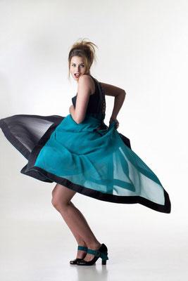 Die selbstbewusste Braut des 21. Jahrhunderts trägt laut Haute Couture Schneiderin Karin Pfeifenberger, knallige Farben und moderne Schnitte, um so ihrer Stärke Ausdruck zu verleihen und dennoch feminine Frische und Leichtigkeit zu bewahren.