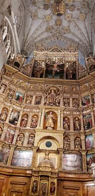 改修中の大聖堂。ここにも偉い人たちが