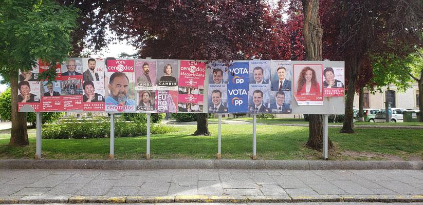 貼り方がおおらかな選挙ポスター