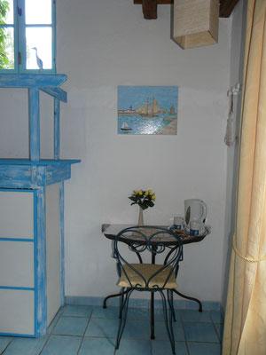 Table avec plateau de courtoisie