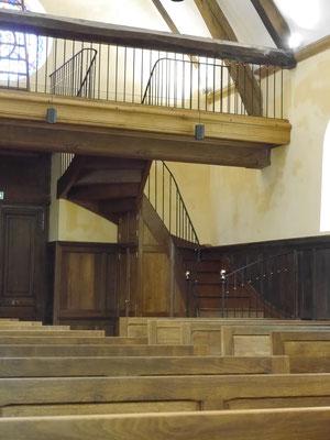 Tribune et escalier