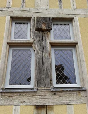 Fenêtres à vitrages plombs losangés