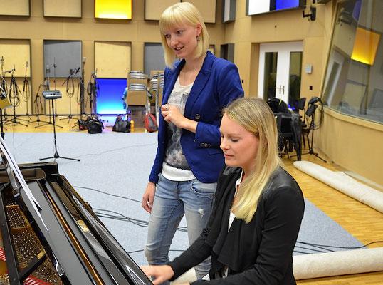 Chorleiterin Judith Galliker mit Fleur