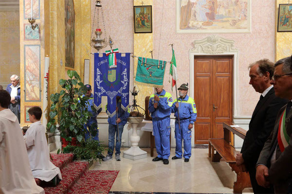ANA San Giorgio - Le autorità presenti e i labari