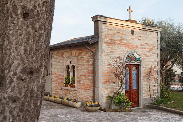 ANA San Giorgio di Nogaro - Esterno chiesetta famiglia Maran (foto Alessio Buldrin)