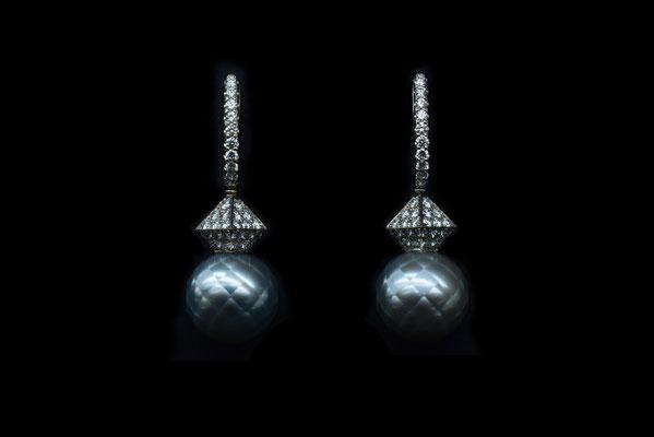 Tahiti Nui. Ohrschmuck. 750/ooo Gold. Lupenreine Brillanten 1.24 ct. Tahiti Perlen