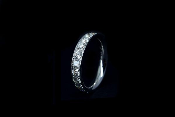 Circum Parvus. Ring. 750/ooo Gold. Lupenreine Brillanten 2.4 ct