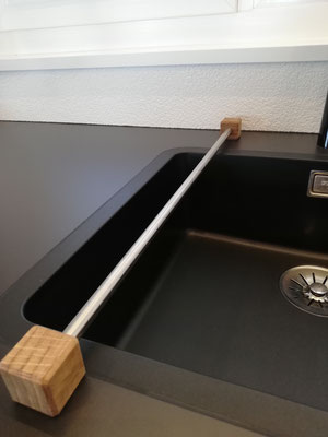 Waschlappenhalter von design11, Edelstahl und Holz, der perfekte Küchenhelfer