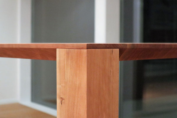 Detail, Esstisch in Kirschbaum, Esstisch in Holz auf Gehrung verleimt und geölt, Bur Schreinerhandwerk GmbH