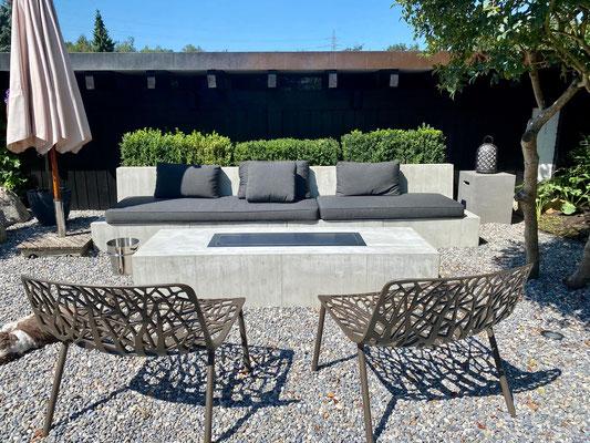 Gartenmöbel in Beton, echte Beton Gartenmöbel, Bettlach, design11, Tisch mit Feuer, Bur Schreinerhandwerk GmbH