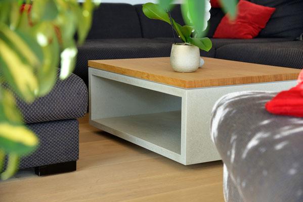 Salontisch aus Betonplatten und massivem Eichenholz, Betonmöbel aus Selzach, Hergestellt in Solothurn