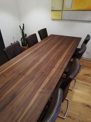 Esstisch in massivem Nussbaumholz, Bur Schreinerhandwerk GmbH