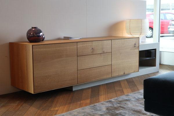 Sideboard aus Betonplatten und massivem Eichenholz