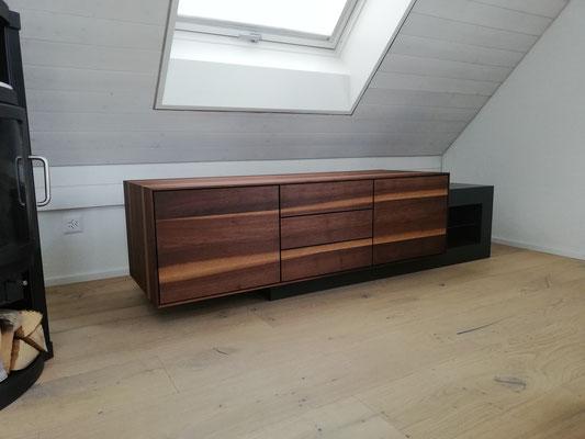 Betonmöbel Online bestellen, Betonmöbel, Sideboard in echt Beton und Nussbaumholz, Holz ist ein Warmes Element, Beton eher ein kaltes, Beton ist anthrazit Farbig, Beton eingefärbt, eingefärbter Beton