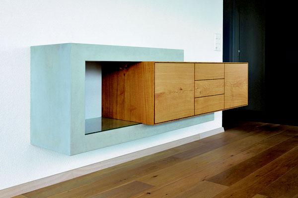 Sideboard aus Betonplatten und massivem Eichenholz, an Wand montiert, Beton Möbel aus Solothurn, Beton Möbel Sidebaord, Betonmöbel Online bestellen,