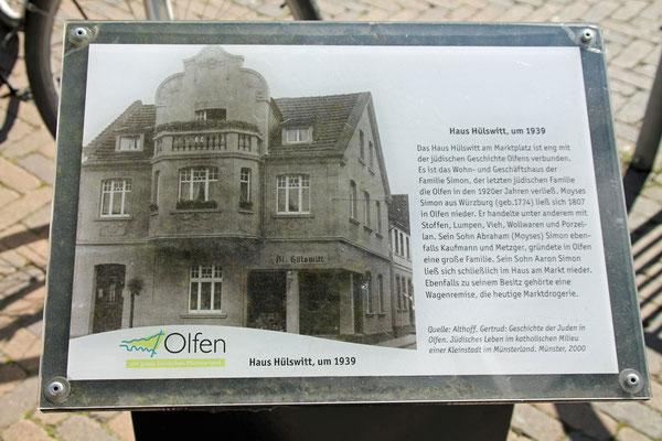 Viele Jahre gehörte das Haus dem Friseur Hülswitt. Heute ist hier das Eis Cafe De Bona untergebracht.