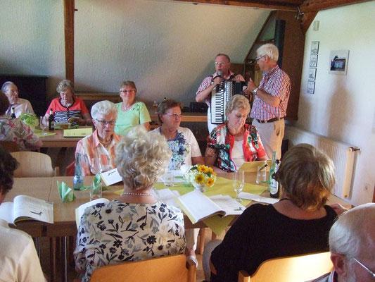 ... Singen mit Begleitung von Dieter Etges