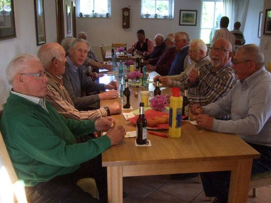 ... und die Würstchen schmeckten herrlich, den Männern ...