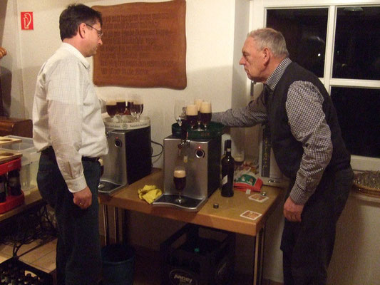 ... selbstgebrautes Bier von Dirk Elias und Harald Still ausgeschenkt