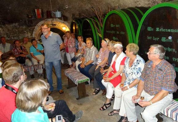 Der Winzer erzählt viele Details aus der Weinbranche